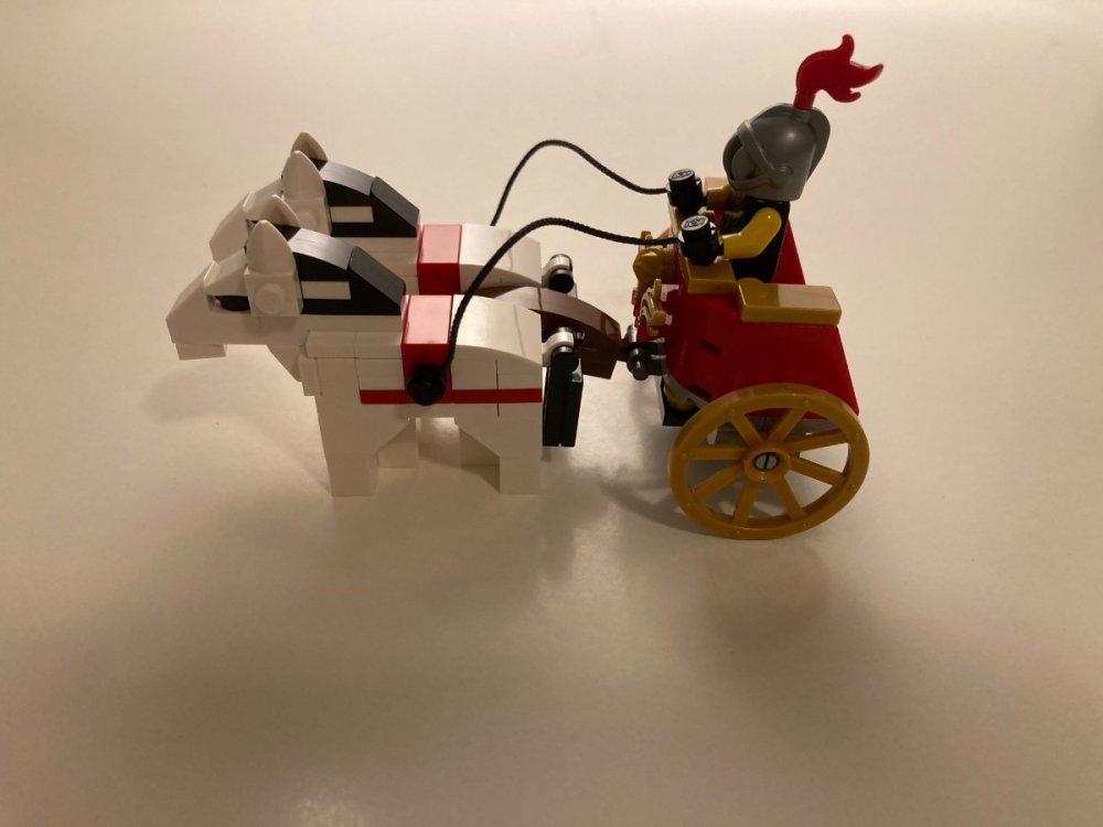 863475256_LEGO5006293RomanChariotwithHorses(LEGO6346105)-10276ColosseumItalyRomeGiftLEGOBlackFridaySideView2020ToysnbricksReview.thumb.JPG.6c1f5368407b1dec0b99f536c12cbe68.JPG