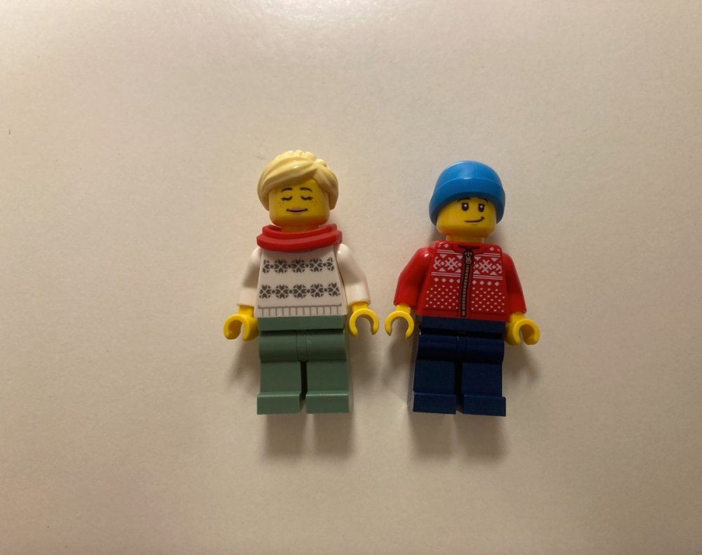 1957809897_LEGOIceSkatingRink40416HolidayDecemberGiftPromoMinifiguresToysnbricksReview.thumb.jpg.c4fddcbc62fd18a6d0b324d1d28b1208.jpg